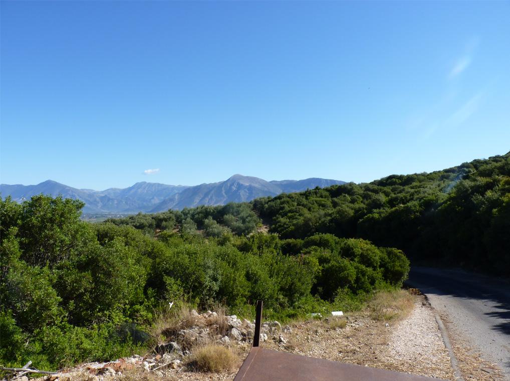 Paradiesische-Hügellandschaft-bei-Tsouknida